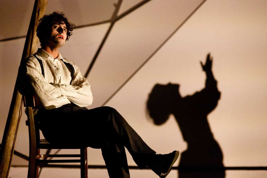 """Marc Antolin as Marc Chagall and Audrey Brisson as Bella Chagall in Kneehigh's """"The Flying Lovers of Vitebsk"""""""