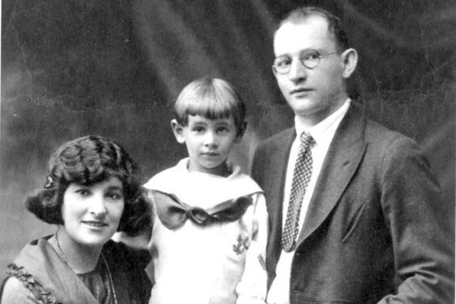 Leonard Bernstein with parents circa 1921; left to right: Jennie, Leonard, and Samuel Bernstein.