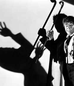 """""""Sing, My Little Pigeon!"""": Mr. Hyde and the Musical Uncanny"""