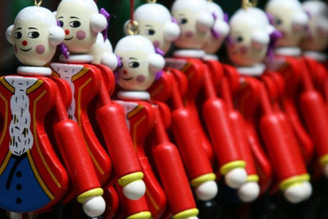 Line of toy soldier ornaments look towards the camera. (from Canva)